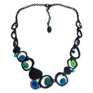 Collar negro con combinado verde/azul